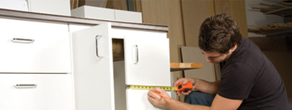 Man installing kitchen